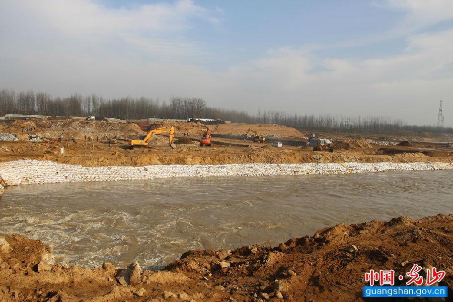建设中的1#橡胶坝