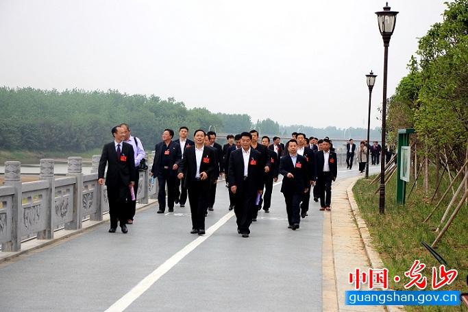 县人大代表视察官渡河区域综合治理工作